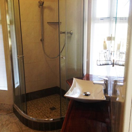 Felsenhouse 2 bathroom washbasin and shower