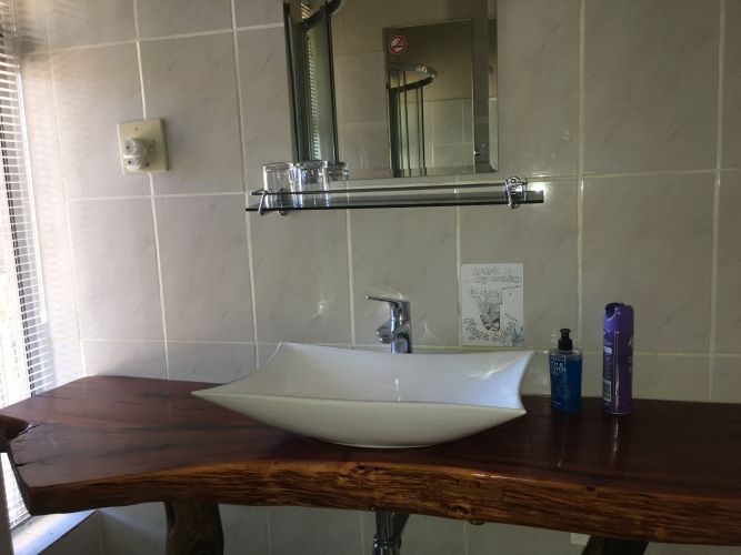 Felsenhouse 2, inside, bathroom, washbasin hot and cold water