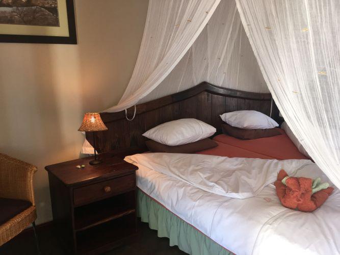 Felsenhouse 2 inside dbl bed, sgl matrasses